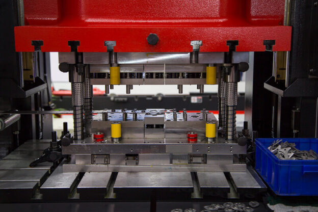 How To Select A Perfect Four Pillar Hydraulic Press